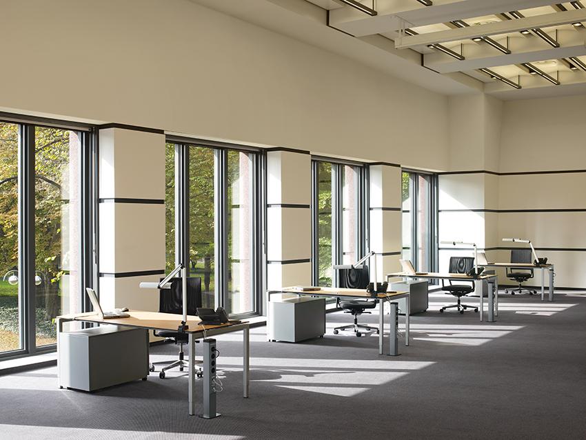 Мини-колонны HAGER в офисном помещении