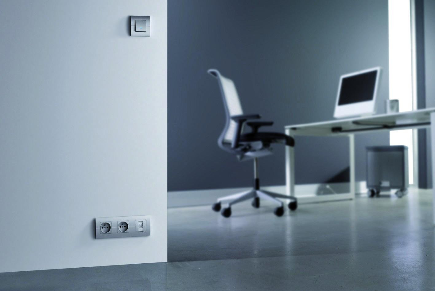 Традиционная проводка в стене, электроустановочные изделия серии Systo от компании HAGER